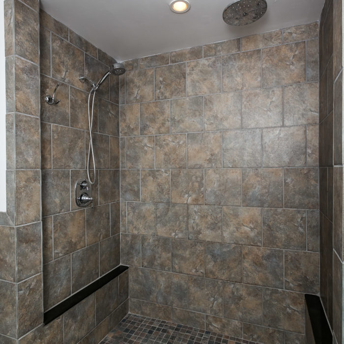 3100 Hiss Avenue shower
