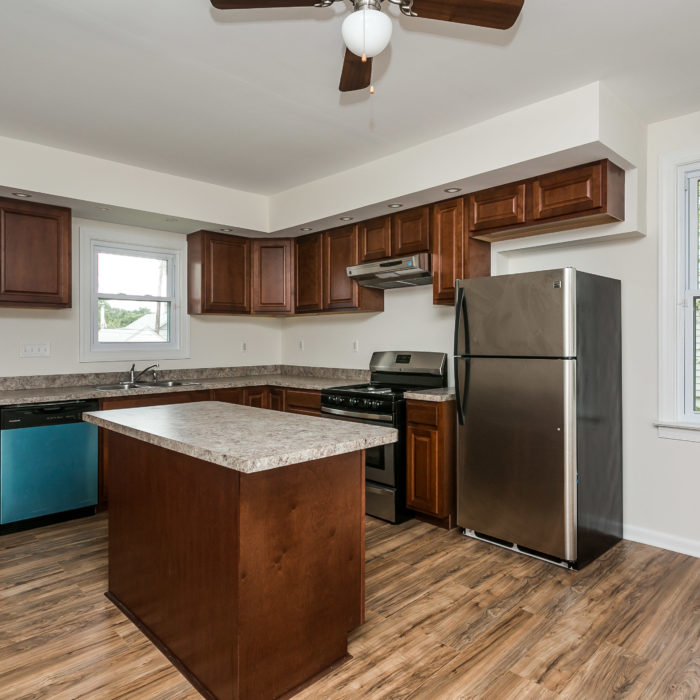 528 46th Street updated kitchen