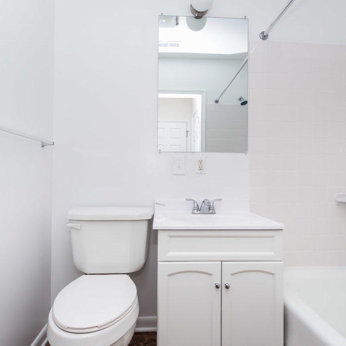 528 46th Street white bathroom