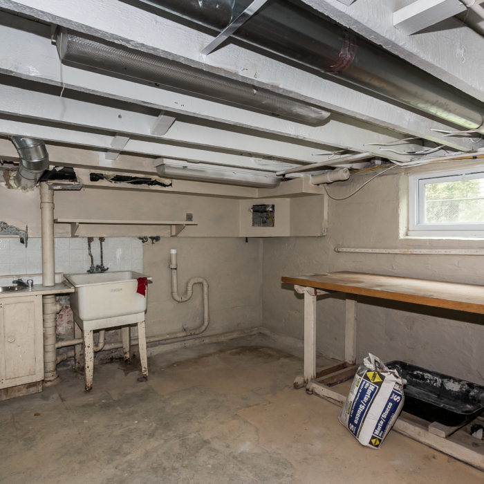 528 46th Street basement workbench