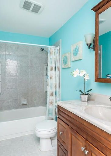 3 Kintore Ct. bathroom