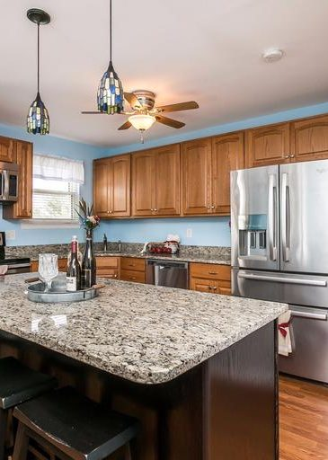3 Kintore Ct. kitchen with island
