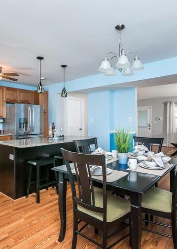 3 Kintore Ct. dining room and island
