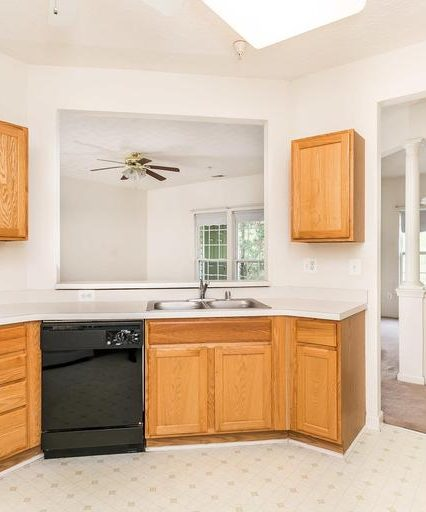 5076 Brightleaf Ct. bright kitchen