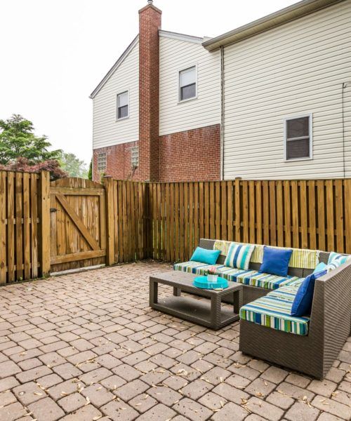 4416 Springwood Ave. private patio area