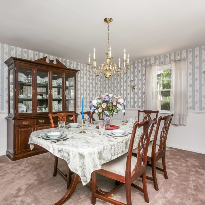 201 Janet Ct. dining room