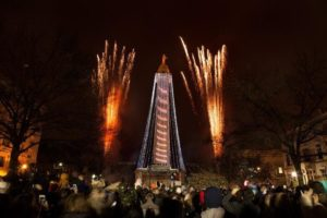 Lighting the monument