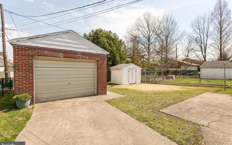 719 50th Street, detached garage