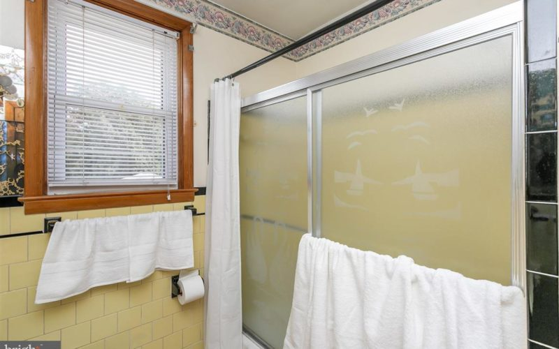 719 50th Street, bathroom with tub and sliding glass door