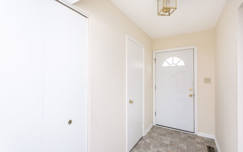 8673 Castlemill Circle, entryway