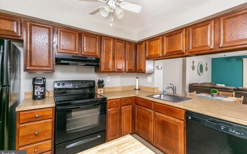 28 Stillwood Circle, kitchen with wooden cabinets