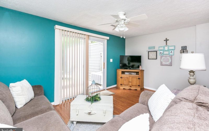 28 Stillwood Circle, living room with ceiling fan