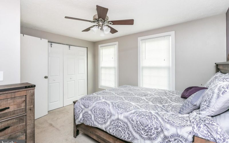 28 Stillwood Circle, master bedroom with ceiling fan