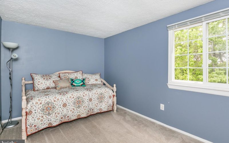 28 Stillwood Circle, bedroom with blue walls