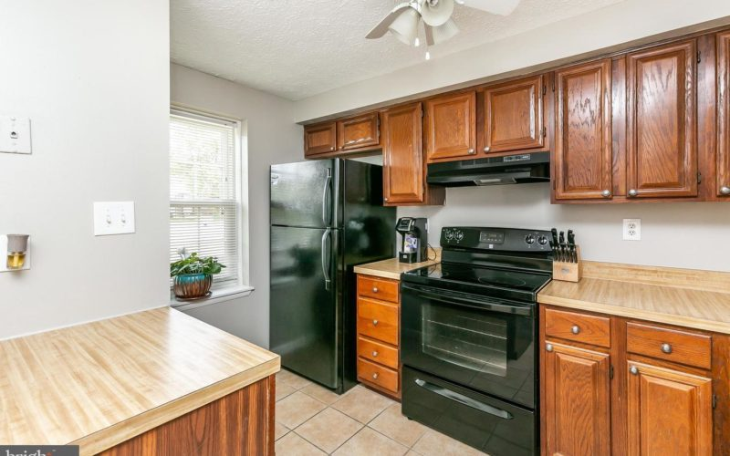 28 Stillwood Circle, kitchen appliances