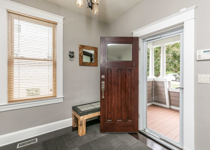 2603 Gibbons Avenue, front door is open – come on it!