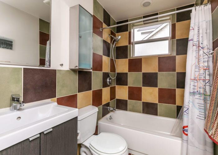 2603 Gibbons Avenue, bathroom with large tile