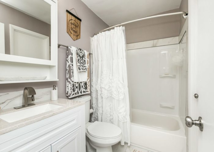 35 Nakota Ct., bathroom with tub