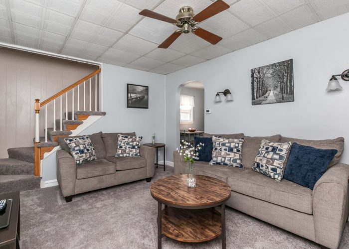6536 Corkley Road, living room