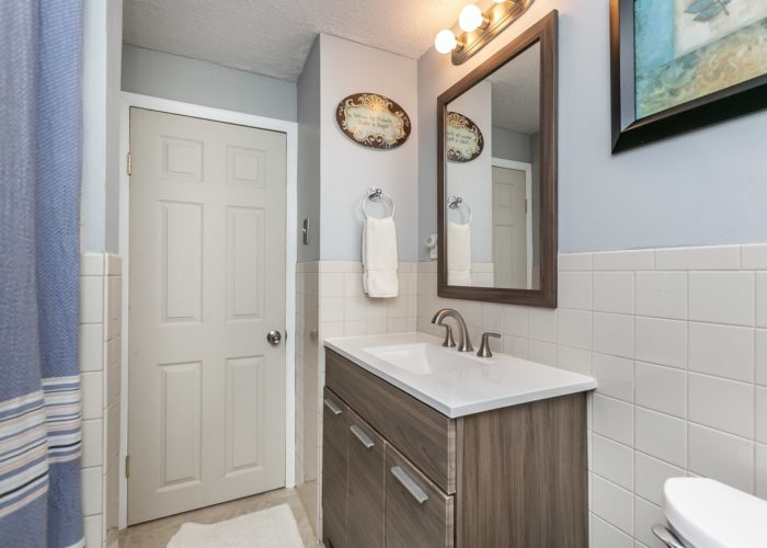 6536 Corkley Road, bathroom