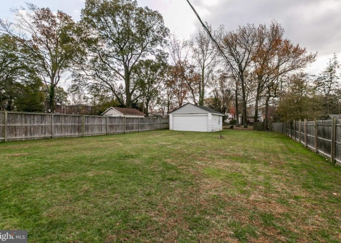 3039 Fleetwood Avenue, fenced yard
