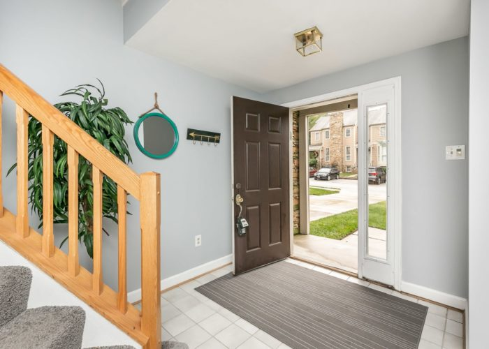 25 Stablemere Ct., entryway