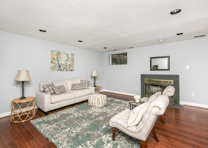 25 Stablemere Ct., living room