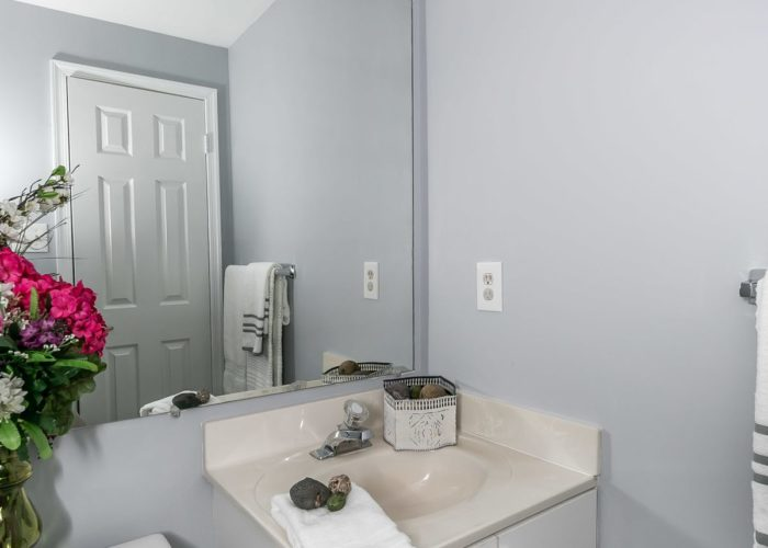 25 Stablemere Ct., powder room