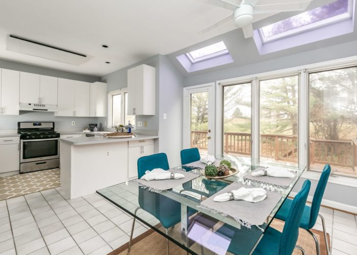25 Stablemere Ct., kitchen and dining area