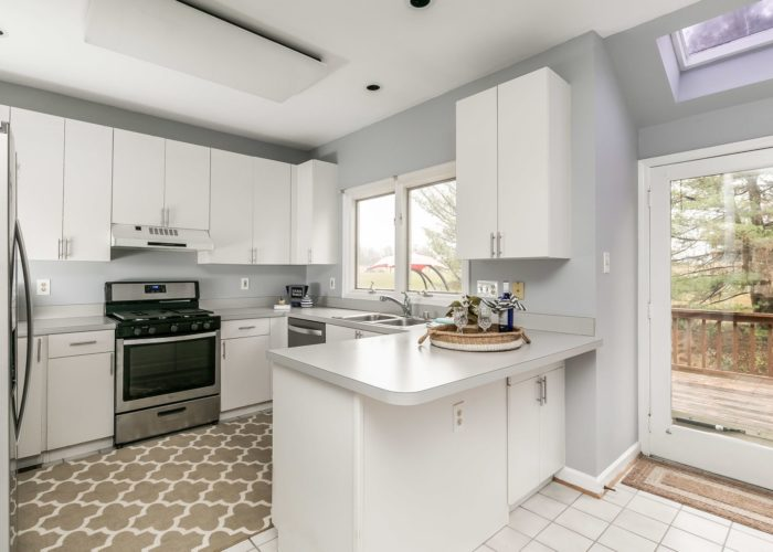 25 Stablemere Ct., kitchen with cabinets and appliances