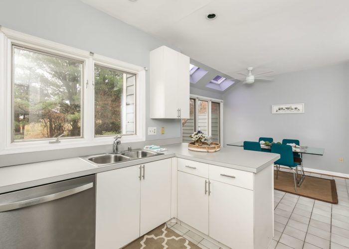 25 Stablemere Ct., kitchen sink