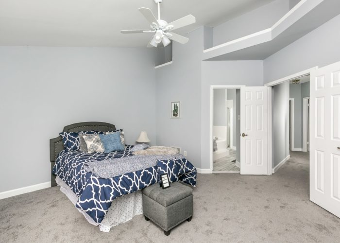 25 Stablemere Ct., bedroom with bathroom
