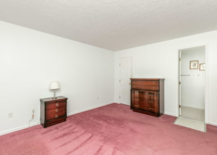 15 Willow Path Court, biggest bedroom with carpet