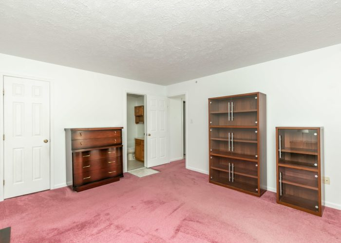 15 Willow Path Court, large bedroom