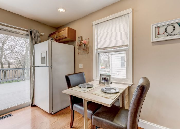 552 W. Woodlynn Road, kitchen table