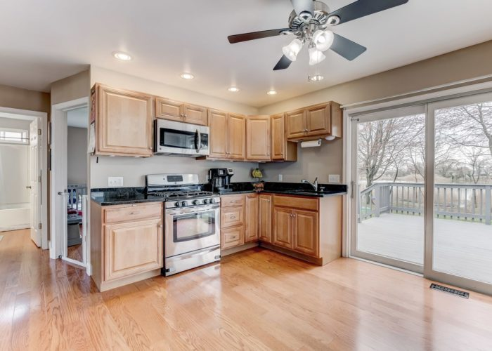552 W. Woodlynn Road, kitchen and dining area with slider