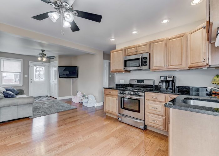 552 W. Woodlynn Road, kitchen and living room