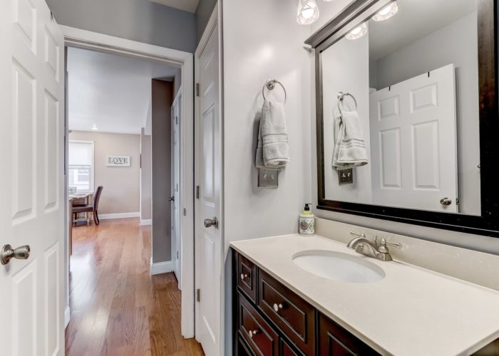 552 W. Woodlynn Road, bathroom with mirror