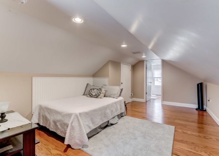 552 W. Woodlynn Road, master bedroom with bathroom