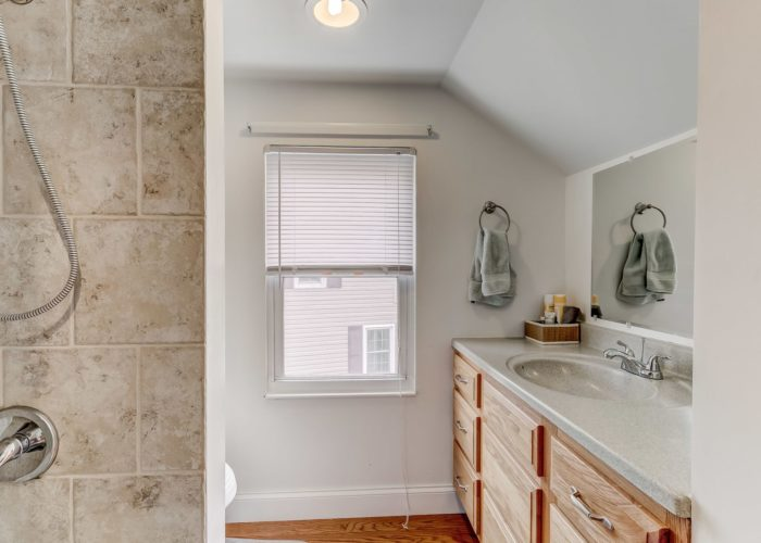 552 W. Woodlynn Road, bathroom