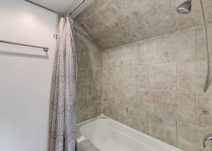 552 W. Woodlynn Road, shower