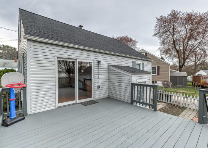 552 W. Woodlynn Road, deck and sliding glass door