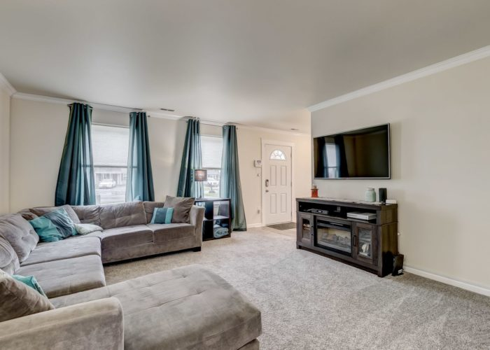 3009 Lilac Court, large living room