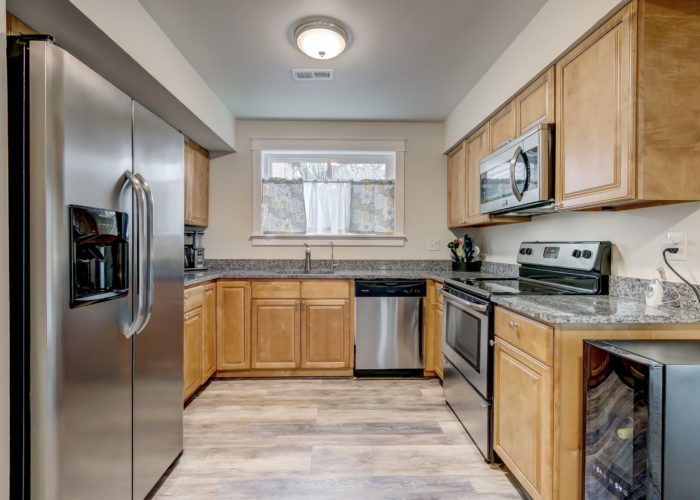 3009 Lilac Court, full view of kitchen