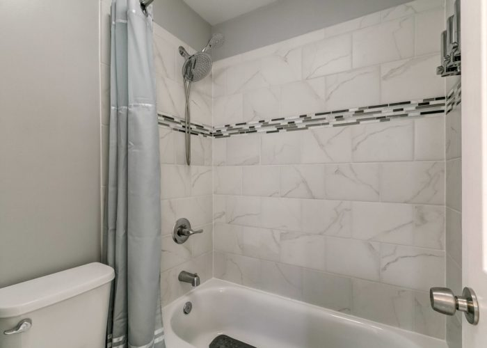 3009 Lilac Court, shower with tile