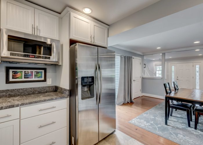 506 Locksley Road, stainless steel appliances