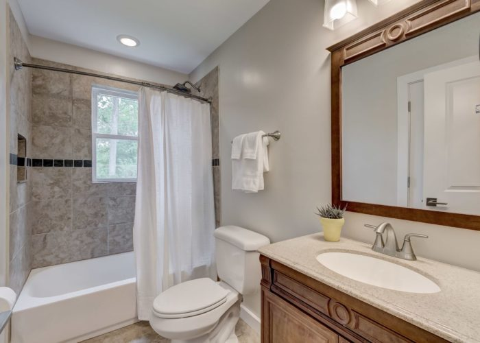 506 Locksley Road, bathroom with shower