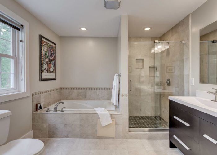 506 Locksley Road, bathroom with tub and shower