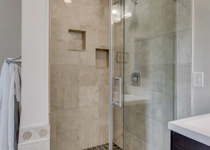 506 Locksley Road, shower with glass door