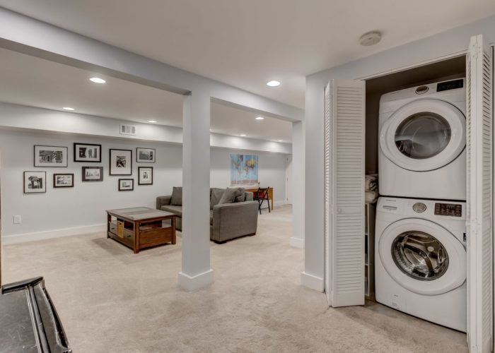 506 Locksley Road, basement with washer and dryer